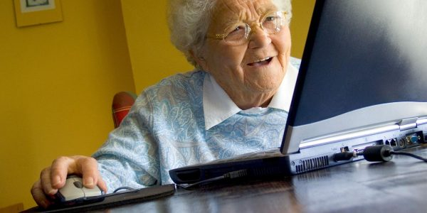 1522663841 o old lady computer facebook1