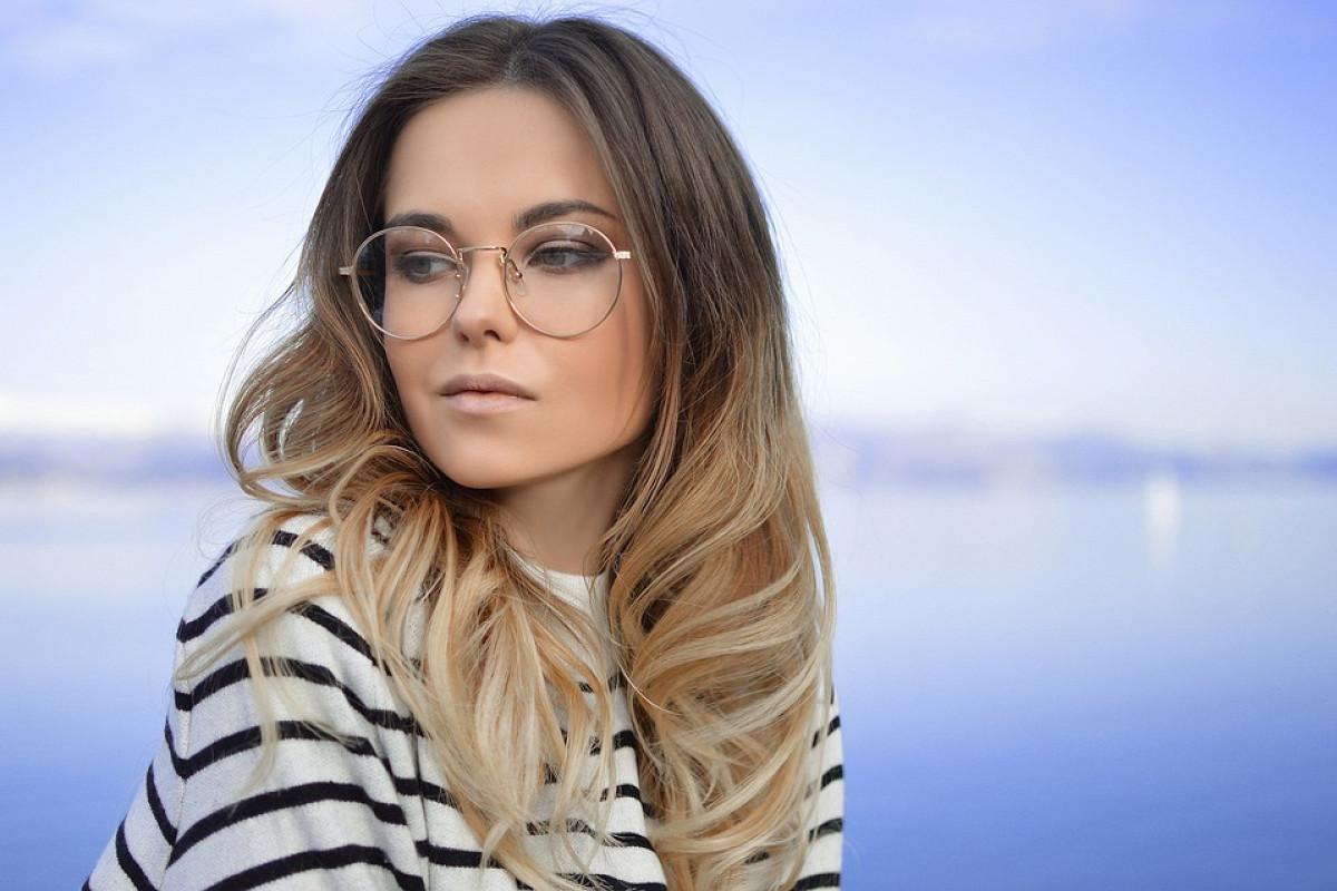 Картинки по запросу 15 советов макияжа для тех, кто носит очки
