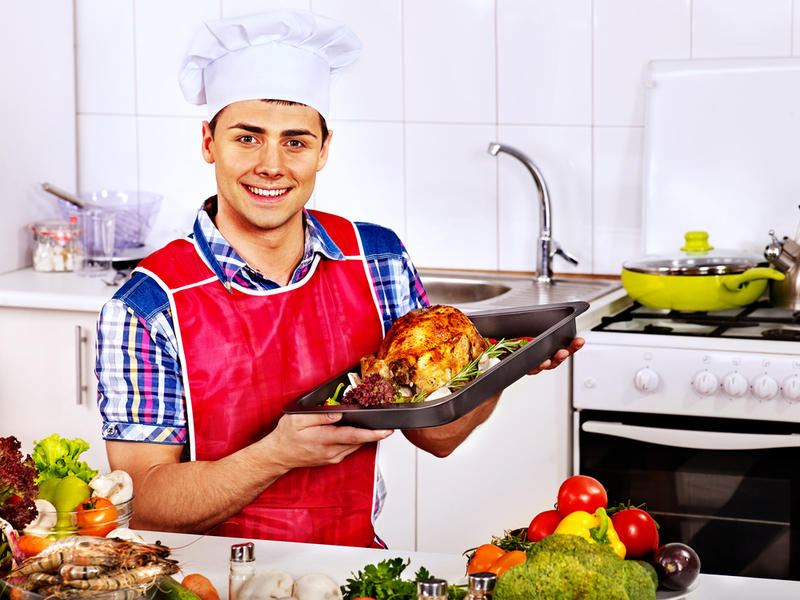 Картинки по запросу мужчина на кухне