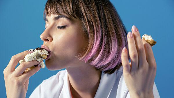 Картинки по запросу девушка ест