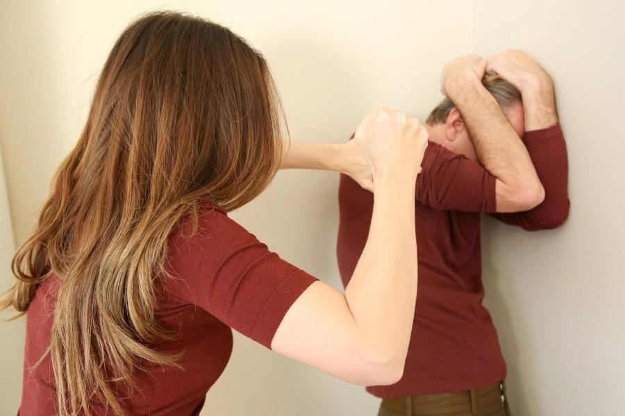 Картинки по запросу женщина бьет мужа
