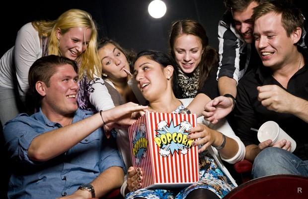 """Картинки по запросу """"Как смотрят кино в кинотеатре разные знаки Зодиака"""""""