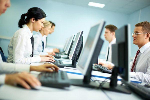 Эксперты выяснили, чем опасна для здоровья офисная работа