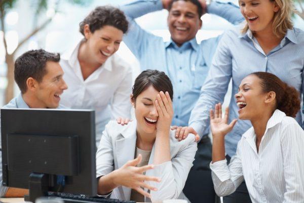 Дружба на работе: ученые выяснили, что дружба с коллегами поможет стать продуктивным, но есть и обратная сторона
