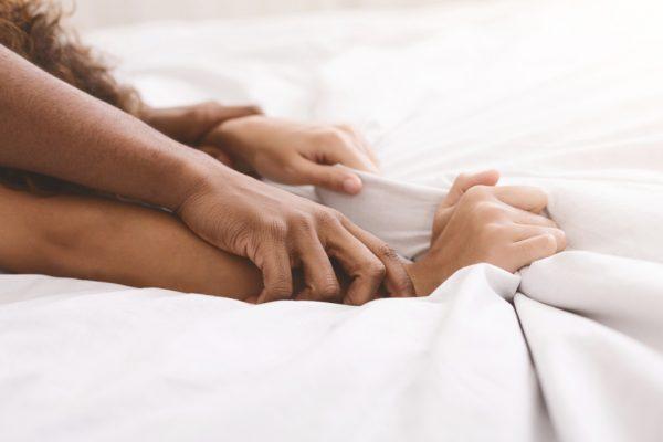 Пози за мрзлив, викенд секс – морате да ги пробате! – eight.mk