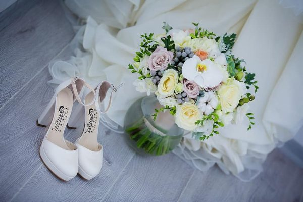 Годовщины свадеб по годам: как от марлевой дойти до алмазной и что на какую свадьбу дарить